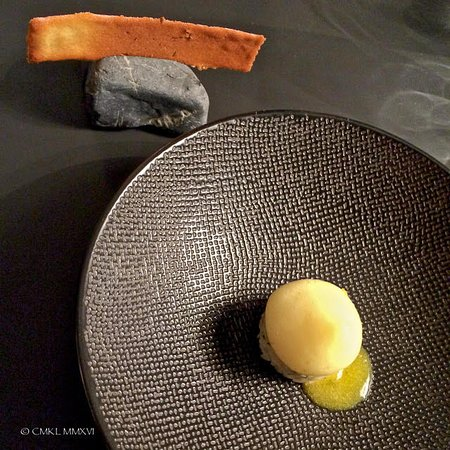 Бульяк, Франция: Crab Dourme with Pineapple Sorbet