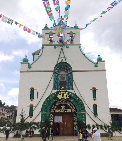 Plaza de la Paz Photo. Plaza de la Paz  Las faldas de las mujeres chamula (maya  etnia tzotzil) ddc14cf3490a