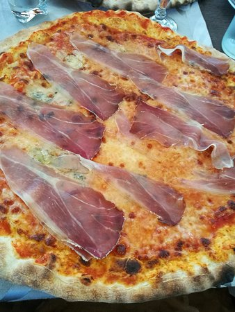 Riazzino, Switzerland: Pizza 4 formaggi e speck