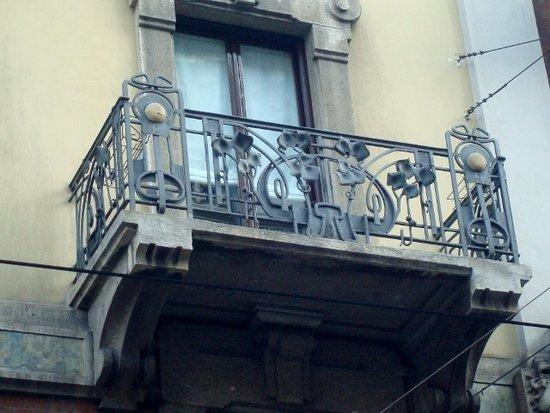 Balcone con ferro battuto - Foto di Casa Laugier, Milano - TripAdvisor