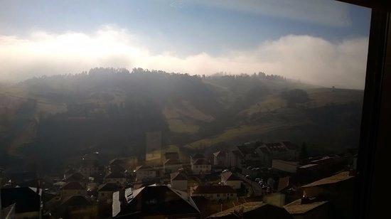 Saint-Flour, France : Panorama sur les monts du Cantal