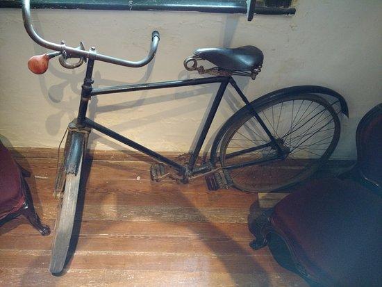 Museo de Juan Zorrilla de San Ma : Bicicleta de Zorilla