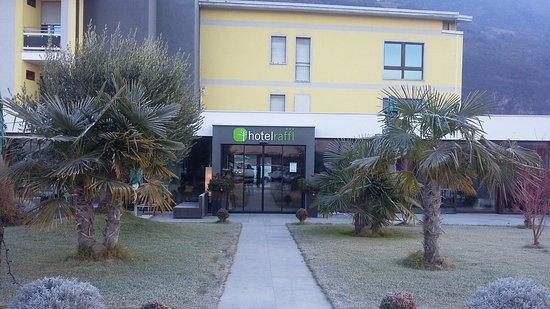 Hotel Raffl: ingresso posteriore,parcheggio interno
