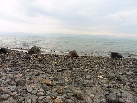 Distrito Norte, Israel: The Primacy's church Sea of Galilee beach