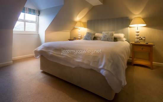 Hope Cove, UK: Supremly comfortable bed and pillows with a lovely noise of the waves gently crashing outside.