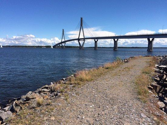 Mustasaari, Φινλανδία: Raippaluodon silta