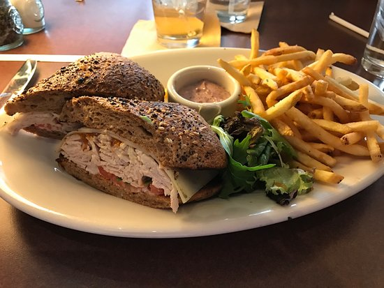 Cafe Bistro: Good food quick