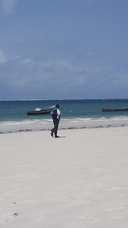 Nyali International Beach Hotel: Beach was clean. A good mix of locals & tourists. A few aggressive sales people was annoying.