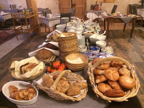 Alpin Hotel: Breakfast buffet