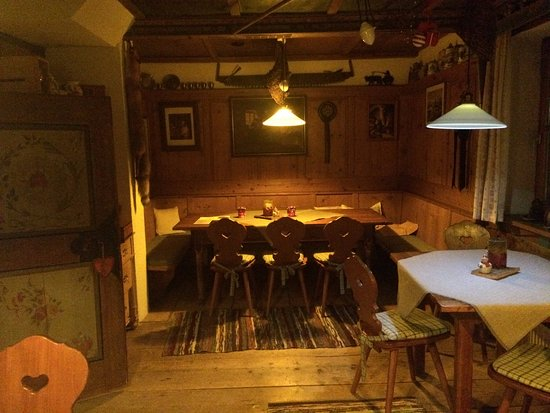 Alpin Hotel: Stube - we played cards here every night!