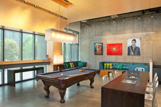 Aloft Atlanta Downtown: Pool Table/Lobby