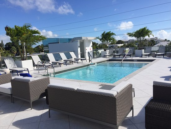 Roof Deck Pool And Pool Bar For Guests Only Picture Of H2o