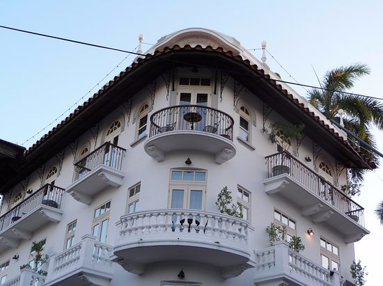 Las Clementinas Hotel: We had the top circular balcony with the table and chairs