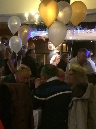 Lymm, UK: New Year's Eve 2017 Great night, warm friendly atmosphere, beautiful surroundings, staff very fr