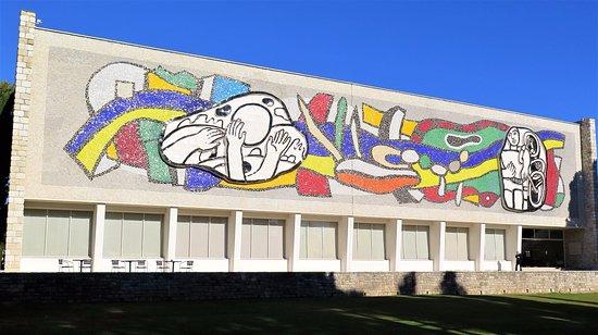 Biot, France: Le magnifique bâtiment d'André Svetchine