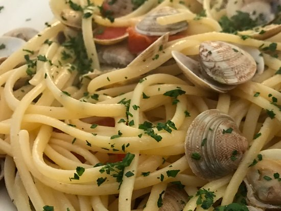 Ristorante De Gustibus : Linguine and clams