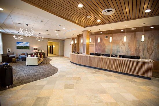 Burke Mountain Hotel & Conference Center: Hotel Front Lobby