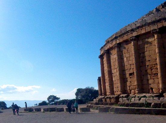 Algier, Algeriet: au Sud, donnant sur la plaine de la Mitijda