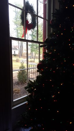 Rocky Mount, VA: Christmas Tree in the Living Room at The Early Inn at the Grove