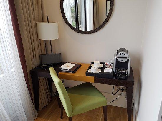 coin detente en chambre luxe - Bild von Hotel Ermitage - Evian ...