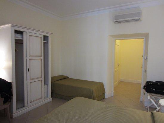 Hotel dei Macchiaioli: Our large room