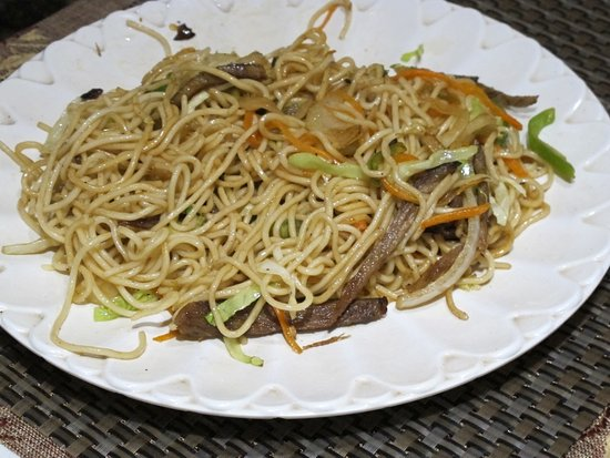 Lhasa Namaste Resaurant : Yak meat and vegetable fried noodles. 炒面。