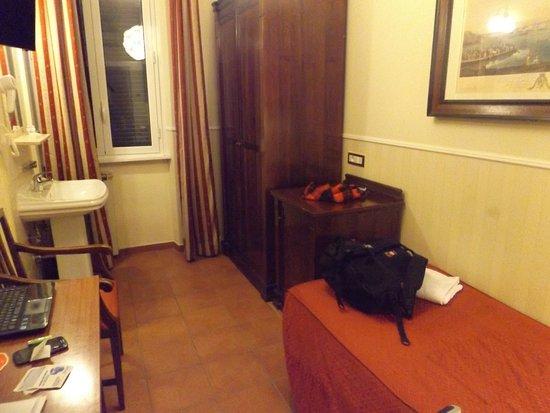 Carlito Hotel and Hostel: Habitación del hotel