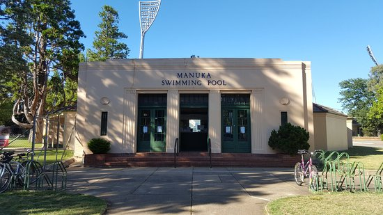 ‪Manuka Swimming Pool‬