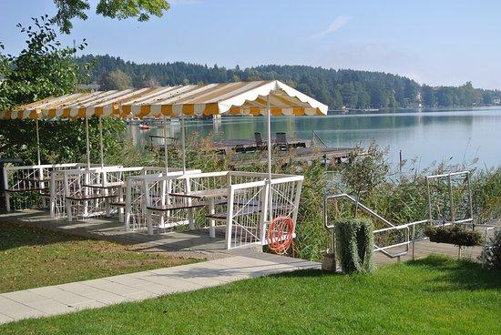 Sankt Kanzian, Austria: Pension Haus am See Sitzmöglichkeiten am See