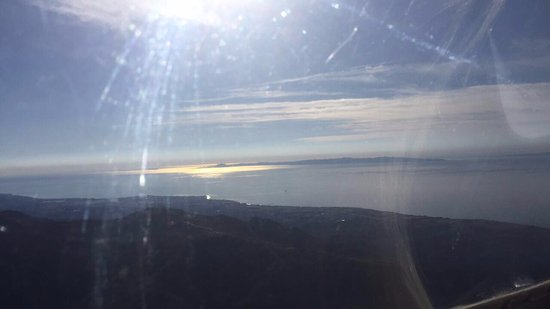 Santa Ynez, Kalifornia: A view of the islands from the cockpit of the glider.