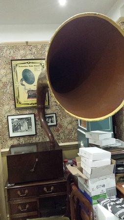Northleach, UK: Big horn, big sound.