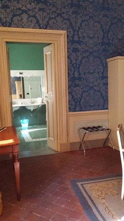 Palazzo Tucci : Looking into the massive bathroom