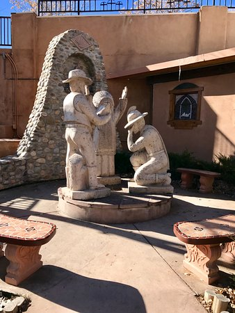 Chimayo, Nouveau-Mexique : all faiths statue