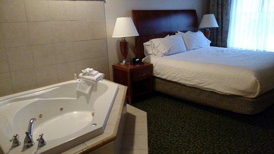 Hilton Garden Inn Savannah Historic District: King w/ whirlpool tub