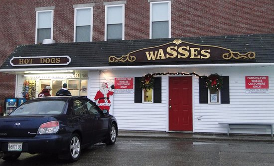 Wasses Hot Dogs : Tiny place but HUGE taste!