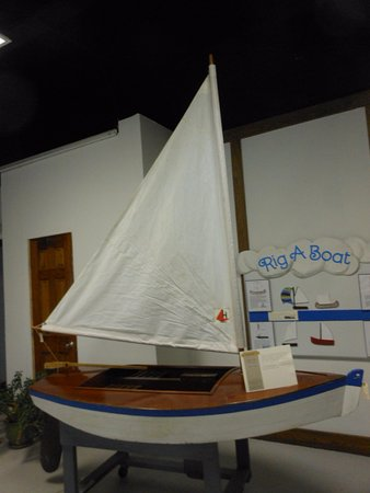 Hammondsport, NY: A display showing how to rig a boat