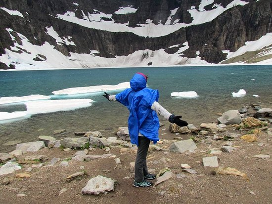 Iceberg lake hike near by picture of swiftcurrent motor for Long lake motor inn