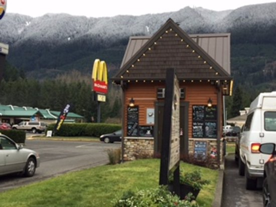 North Bend, WA: Little cabin of a coffee shop