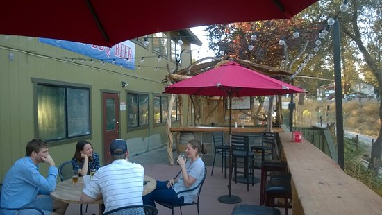 Lotus, Kalifornia: Squally's Patio