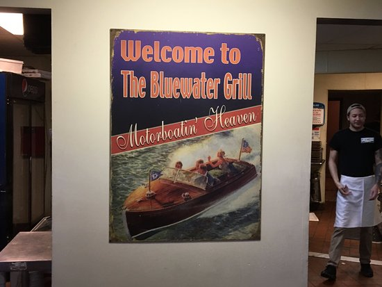 Skaneateles, Нью-Йорк: Blue Water Grill - sign in front