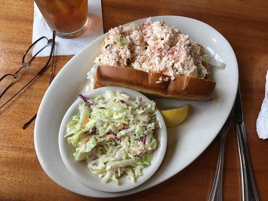 Skaneateles, Нью-Йорк: Blue Water Grill - crab & lobster sandwich