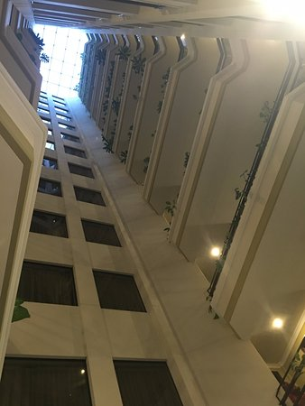 Ritz Apart Hotel: Looking up from lobby...