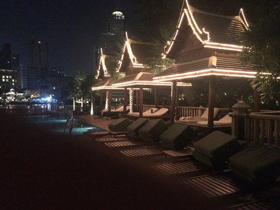 โรงแรมเพนนินซูล่า กรุงเทพ: photo0.jpg