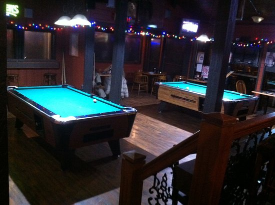 Mission, แคนาดา: Two pools tables