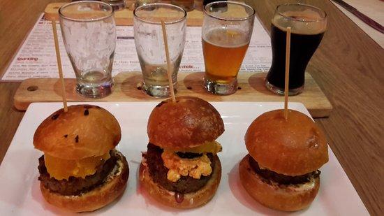Mkt Bar: Minibürgers und Bierselektion