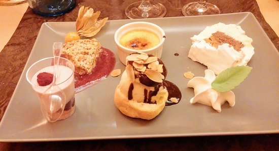 Saint-Jean-de-Losne, France: Assiette de desserts gourmands