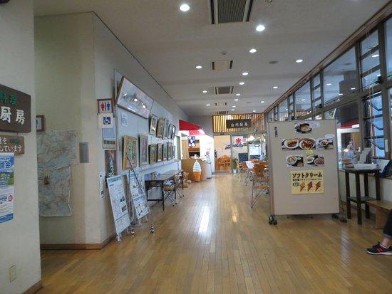 Michi-no-Eki Hakushu: 道の駅館内