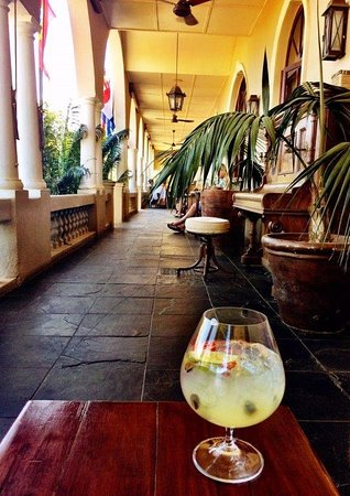 Gin & Tonic Happy Hour at the Royal Hotel