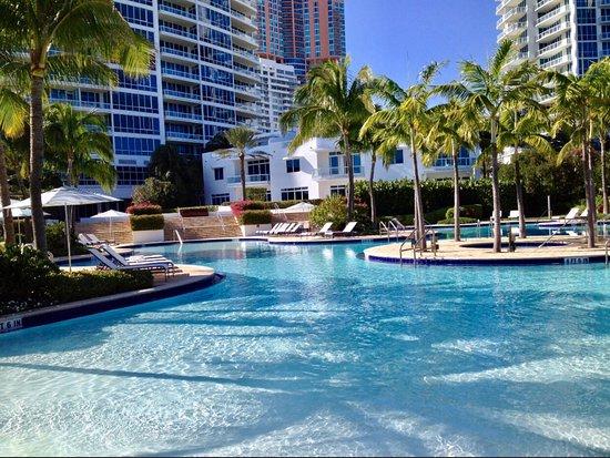 Patio At The Continuum Miami Beach