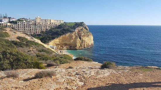 Hotel Baia Cristal: Cliff view - 3 minute walk